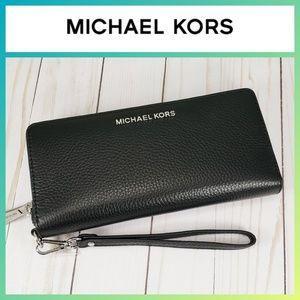 Michael Kors Large Travel Continental Wallet